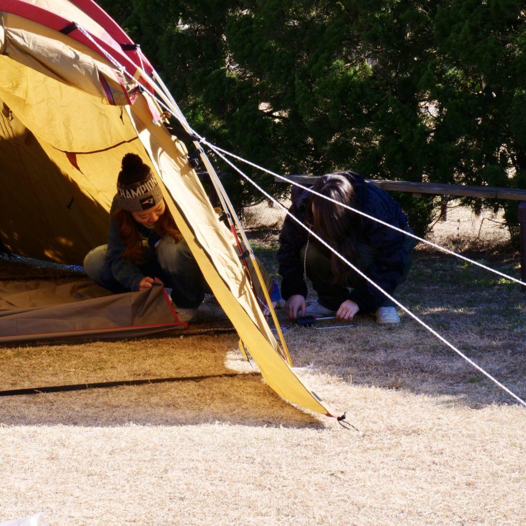 テントを建てる