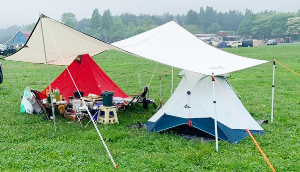 タープの下に設置したテント